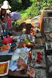 Qingming: Offerings for the Ancestors
